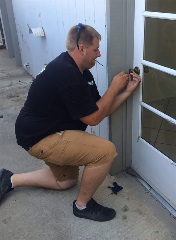 auto locksmith, pop a lock, car key replacement